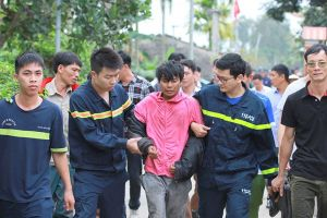 Hơn 36 giờ nghẹt thở giải cứu người đàn ông ngồi trên cột điện cao thế