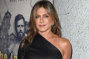 Máy bay riêng của Jennifer Aniston hạ cánh khẩn cấp vì mất bánh