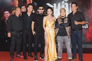 Hẹn khách mời diện dresscode đen, Nam Thư lật kèo 'chơi trội' vàng chóe tại buổi ra mắt 'Thập Tứ Cô Nương'