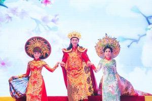 Lý Hương rực rỡ trong trang phục 'Phụng Hoàng' của NTK Tuấn Hải