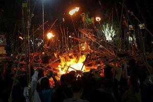 Độc đáo nghi lễ rước lửa thiêng lấy may