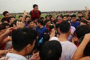Lễ hội phết Hiền Quan bị tạm dừng vì vỡ trận, tranh cướp hỗn loạn