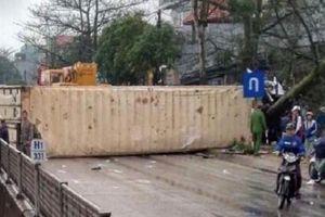 Tai nạn liên hoàn giữa xe container và 4 ôtô, 1 người tử vong