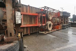Tai nạn liên hoàn trên quốc lộ 1A: Tài xế container tử vong, nhiều người bị thương