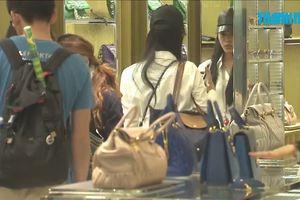 Hàng hiệu Gucci, LV vẫn sốt ở Trung Quốc dù kinh tế 'nguội' bớt