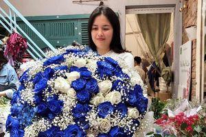 Đại gia chi 20 triệu mua bó hoa; anh thợ điều hòa tặng vợ 60 nhẫn vàng
