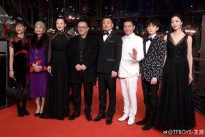 Bế mạc 'LHP Berlin 2019': Vương Nguyên tỏa sáng trên thảm đỏ, chúc mừng bố mẹ thắng 2 giải thưởng lớn