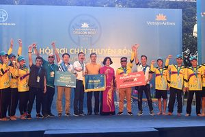 Đội Lào đoạt thành tích cao ở Lễ hội Bơi chải Thuyền rồng Hà Nội 2019