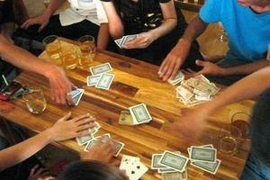 Cán bộ phòng GDĐT huyện tham gia đánh bạc ăn tiền