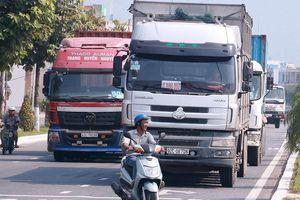 Tách xe máy với 'hung thần' container trên cung đường ám ảnh tai nạn