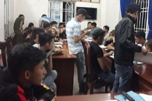 Đột kích vào quán karaoke, bắt quả tang 38 thanh niên 'chơi' ma túy
