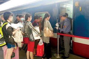 Niềm vui trọn vẹn của hành khách trên những chuyến tàu Tết
