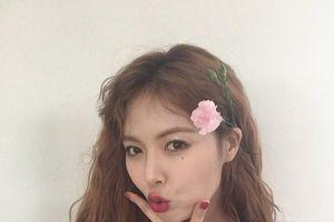 HyunA đăng ảnh kỷ niệm 12 năm debut nhưng lại bị… cặp lông mày chiếm hết spotlight