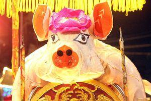 'Ông lợn' được hàng nghìn người dân La Phù đón rước trong đêm