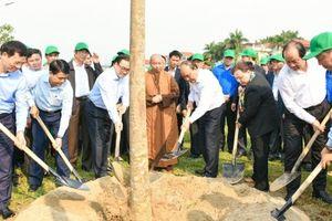 Phấn đấu mỗi gia đình trồng một cây xanh, để Hà Nội là thành phố bốn mùa hoa nở