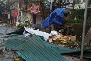 Giông lốc gây tốc mái hàng trăm ngôi nhà tại Tuyên Quang và Thái Nguyên