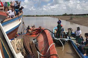 Cứu hộ thành công một tàu cá bị chìm ở Bạc Liêu