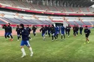 Clip: Hà Nội FC tập trên sân Shandong Luneng khi tuyết bắt đầu rơi