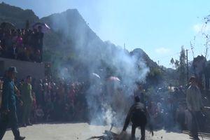 Thót tim lễ hội nhảy lửa của dân tộc Dao tại Hà Giang