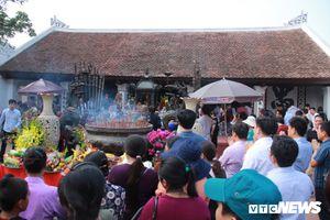 Người dân nô nức kéo về lễ hội Đền Trần trước 'giờ G'