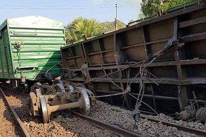 Tàu hỏa trật bánh, lật nghiêng, đường sắt Bắc - Nam ách tắc