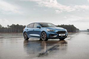Ford Focus ST 2019 ra mắt, trông bình dân nhưng mạnh xấp xỉ Mustang