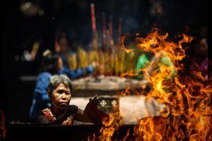 Chùa Bà Sài Gòn chìm trong nhang khói ngày Tết Nguyên tiêu