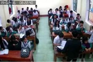 Nhiều học sinh 'đau tim' vì 'công nghệ VAR' được áp dụng ở lớp học