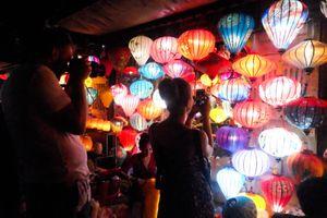 Chùa Linh Ứng, phố cổ Hội An đông nghẹt người dịp Tết Nguyên tiêu