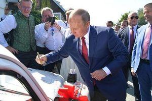 Xe hơi có chữ ký của Tổng thống Putin được bán với giá nửa tỷ đồng