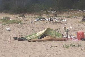 Phát hiện thi thể đang phân hủy ở bờ biển Thanh Hóa