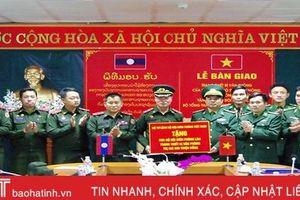 Trao tặng thiết bị văn phòng trị giá 600 triệu đồng cho Cục BĐBP Lào