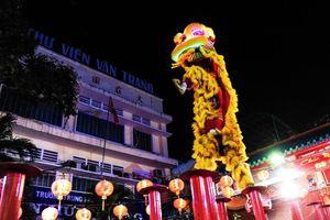 Hội Tết Nguyên tiêu rầm rộ trên đường phố Sài Gòn