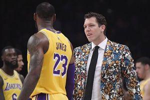 HLV trưởng Lakers phủ nhận tin đồn bất hòa với LeBron James