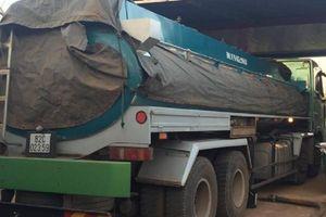 Phát hiện xe bồn chở hàng ngàn lít xăng không rõ nguồn gốc