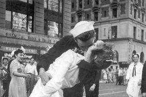 Thủy thủ trong bức ảnh nụ hôn Quảng trường Thời đại qua đời