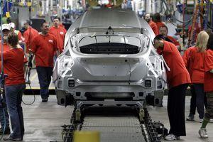 Hai mối nguy của công nghiệp ôtô toàn cầu trong 2019