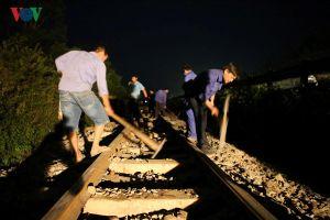 Tàu trật bánh tại Nghệ An khiến đường sắt Bắc-Nam tê liệt hàng giờ