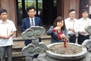 Dâng hương tưởng nhớ 110 năm ngày mất nhà thơ Nguyễn Khuyến