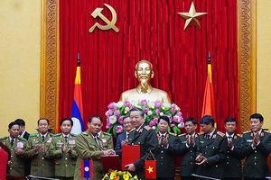 Bộ Công an Việt Nam và Bộ An ninh Lào ký kết biên bản ghi nhớ hợp tác