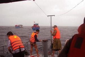 Chuyện về những con tàu vượt bão tố ra khơi cứu bà con tàu cá gặp nạn