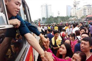 Những hình ảnh xúc động trong buổi lên đường nhập ngũ tại Thanh Hóa