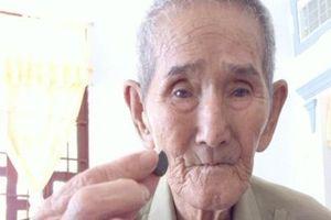 'Thầy rắn' 95 tuổi nắm giữ bảo bối giải độc rắn cực linh nghiệm