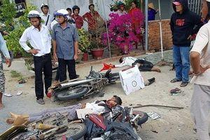 Long An: Xe tải tông vào đoàn đi lễ khiến 6 người thương vong