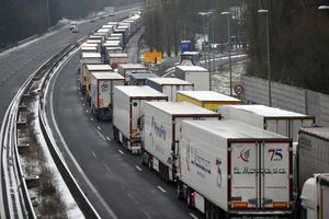 EU nhất trí giảm 30% khí thải CO2 từ xe tải và xe buýt vào năm 2030