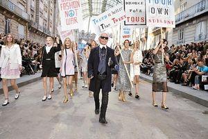 Những sàn diễn đỉnh cao mang đậm dấu ấn 'Bố già' Karl Lagerfeld