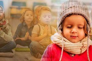 Anh: Dạy yoga cho học sinh ngay từ nhỏ để tăng sức khỏe, giảm bạo lực