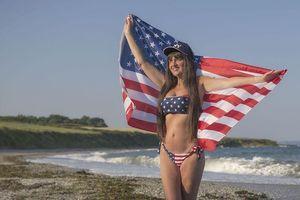 Người mẫu U70 chụp ảnh lịch bikini tặng chồng