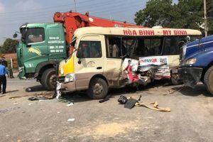 Tai nạn liên hoàn trên Đại lộ Thăng Long, hai vợ chồng tử vong