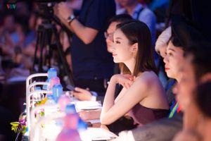 Hoa hậu Đỗ Mỹ Linh ngày càng gợi cảm, táo bạo
